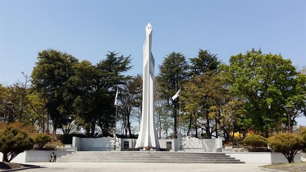 해방과 동시에 일본 신사는 파괴되었고 그 자리에 6·25 한국전쟁 당시 목숨을 잃은 호국 영령들의 위패를 봉안하기 위한 현충탑이 들어섰다