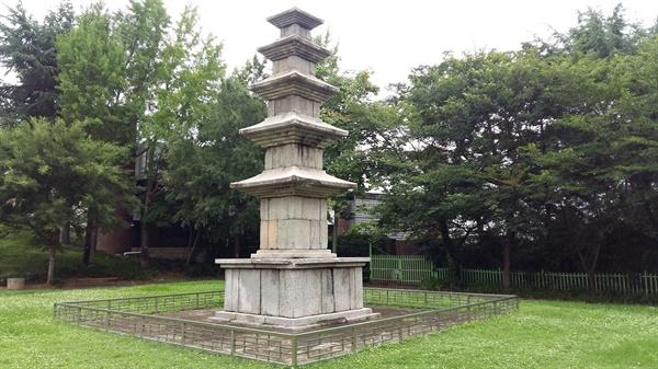 1961년에 대한민국 보물 제109호로 지정된 '(전)성거사지오층석탑'