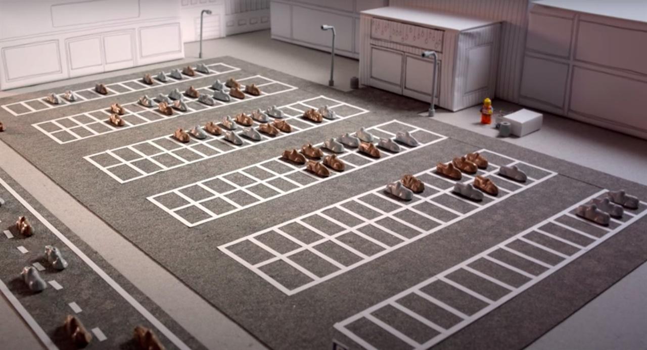 자동차 자율주행 프로젝트인 Drive me 자율주행 프로젝트 완성 전의 모습으로 주차장에 많은 차들이 주차되어 있다.
