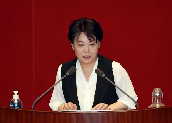 윤희숙 미래통합당 의원이 임대차 3법에 반대하는 본회의 5분 연설을 하고 있다. 2020.7.30