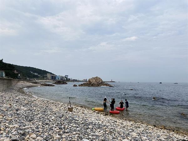 경주 감포읍 해파랑길 바닷가에서 친구들과 즐거운 주말을 보내고 있는 모습
