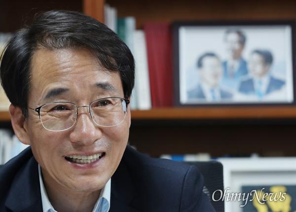 이원욱 더불어민주당 최고위원 후보가 3일 오후 서울 여의도 국회 의원회관에서 <오마이뉴스>와 인터뷰하고 있다.