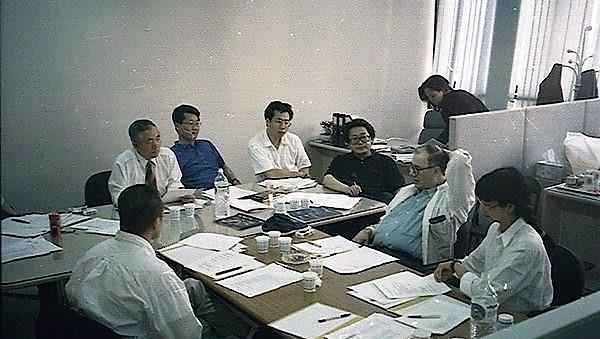 1996년 부산영화제 출범을 앞두고 회의 중인 모습. 당시 김동호 집행위원장, 김지석 프로그래머, 오석근 사무국장, 박광수 부집행위원장 등등