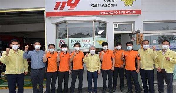 강릉시의회 강희문 의장과 허병관 의원이 4일 소방서를 찾아 격려했다.