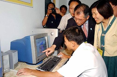 2005년 6월  6.15공동위원회 교육본부 대표단으로 평양 제일중학교 방문