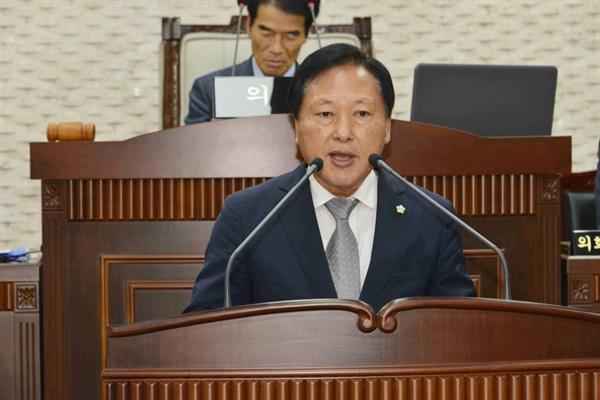 지난해 6월 열린 옥천군의회 제1차정례회 본회의에서 5분 자유 발언을 하고 있는 곽봉호 의원 ⓒ 옥천군의회