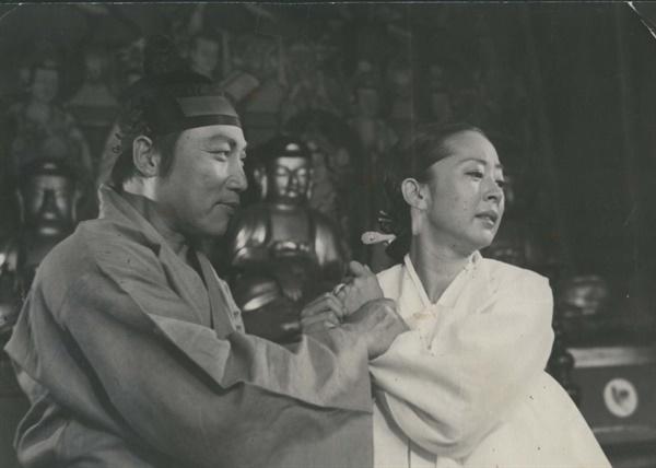 토지 김지미, 이순재가 주연한 1974년작 영화 <토지> 한 장면.