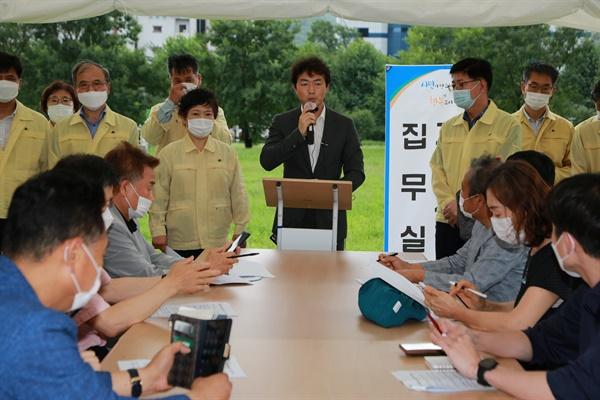 김종천 과천시장 천막 집무실 기자회견