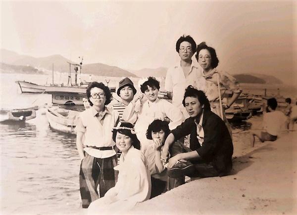 부산씨네클럽에서 8mm 단편영화 <반지> 촬영 당시의 허현숙(왼쪽 첫번째)