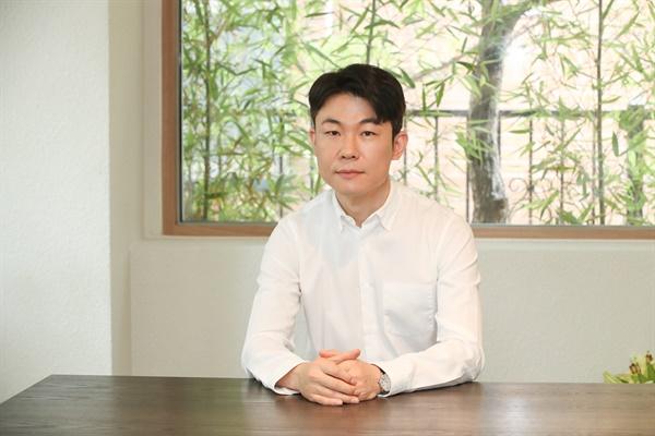 영화 <다만 악에서 구하소서>를 연출한 홍원찬 감독.