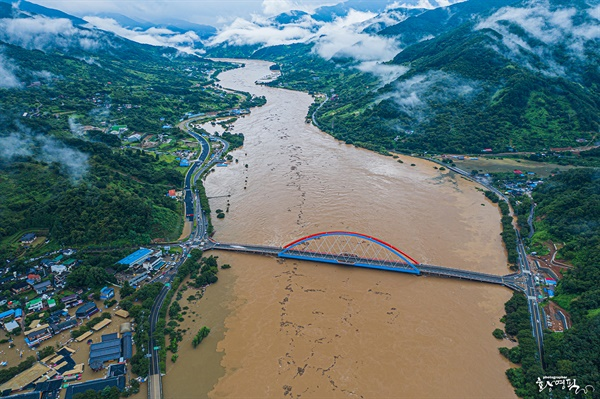 8월 8일 오전 경남 하동 섬진강 일원 침수.