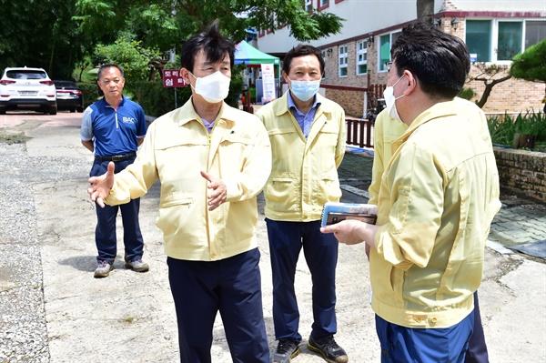 조규일 진주시장는 8월 9일 내동면 양옥마을 이재민 임시거주시설을 찾았다.