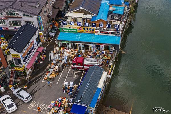 섬진강 범람으로 침수 됐다가 9일 물이 빠진 하동 화개장터 일원.