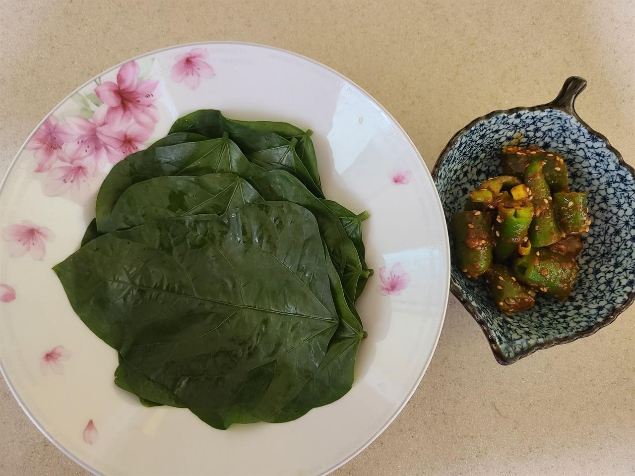 우리는 동부콩잎을 쌈장과 함께 쌈 재료로 맛나게 먹었습니다.