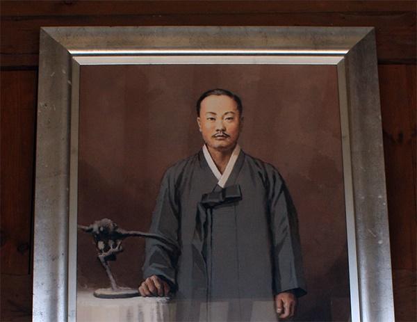 박상진 생가 거실에 걸려 있는 박상진 의사 초상