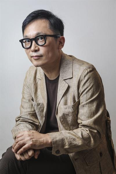 영화 <오케이 마담>을 연출한 이철하 감독.