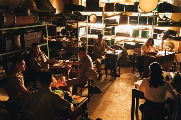 영화 <반교 : 디텐션>의 한 장면. 독서회가 열리고 있는 모습.