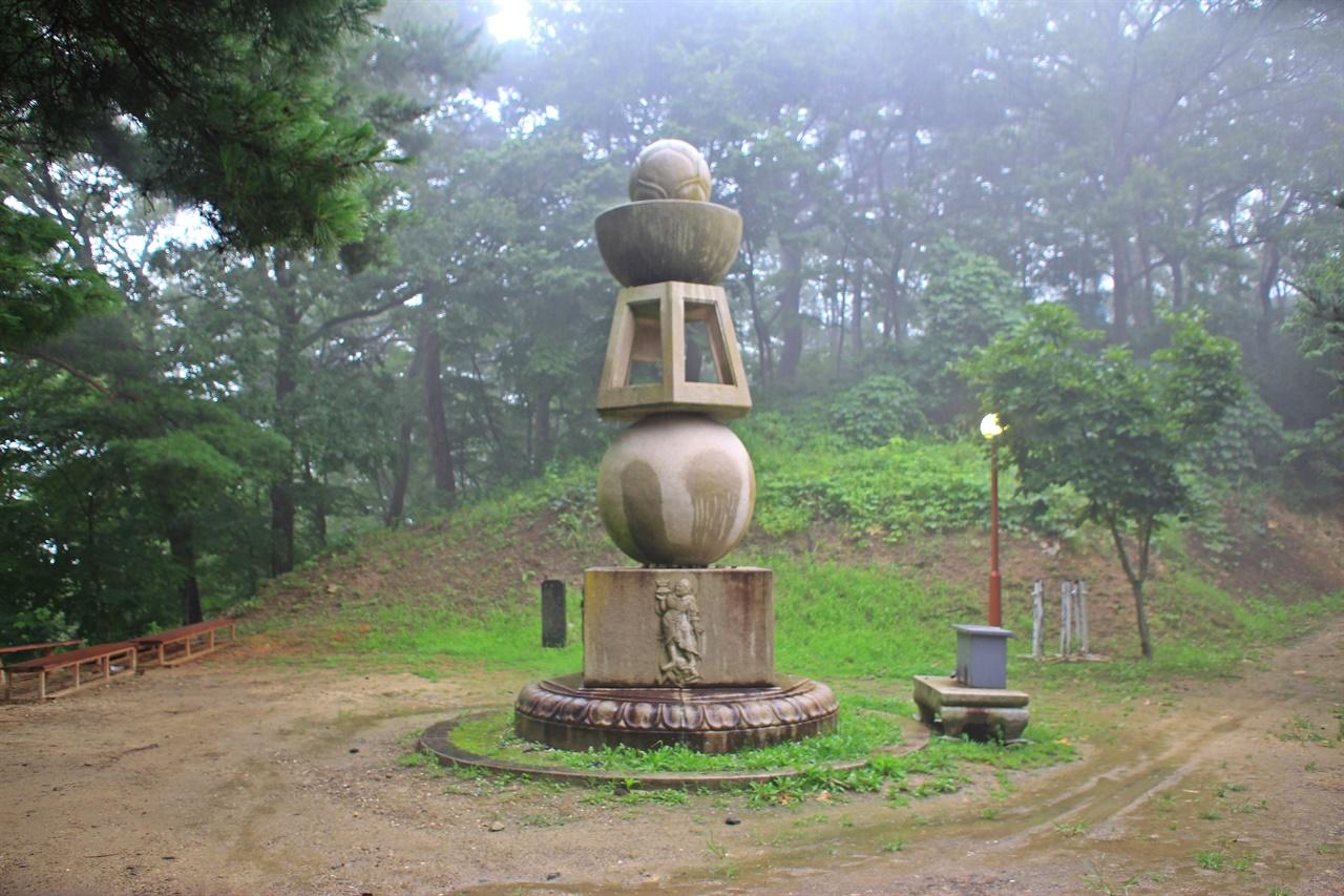 선무도 연습이나 명상 공간으로 활용하고 있는 오륜탑 모습