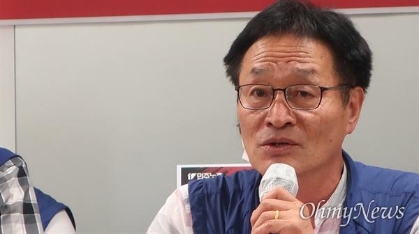 민주노총 첫 비대위 기자회견을 진행하는 김재하 위원장.
