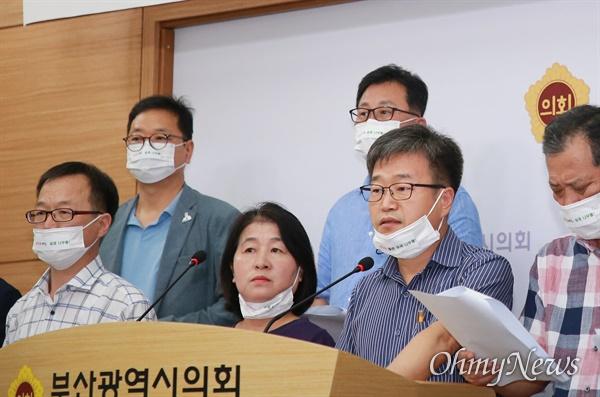 부산지역 시민단체가 부산시 중구에 있는 용두산 공원의 이름을 '백산 안희제 선생 기념공원'으로 바꾸자는 청원을 부산시, 부산시의회에 제안했다.