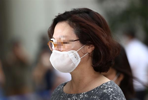 정경심 동양대 교수가 8월 13일 서울중앙지방법원에서 열린 24차 공판에 출석하고 있다.