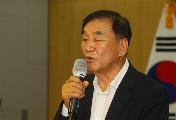 이재오 전 장관이 지난 12일 국회 의원회관에서 수도이전반대 범국민투쟁본부 주최로 열린 수도이전 반대 토론회 '수도이전 무엇이 문제인가'에서 발언하고 있다.