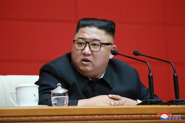 북한 김정은 국무위원장이 지난 13일 당중앙위원회 본부청사에서 노동당 중앙위원회 제7기 제16차 정치국 회의를 진행했다고 조선중앙통신이 14일 보도했다.