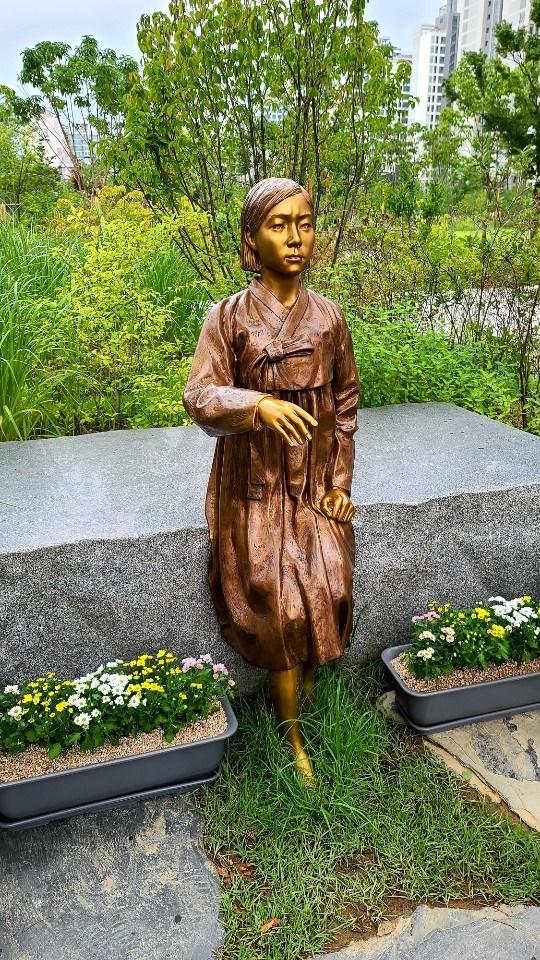 송파 소녀상 모습 1년전 준공기념식을 한 송파 평화의 소녀상 모습
