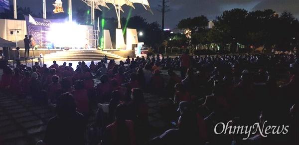 """6.15경남본부는 8월 14일 저녁 창원 용지공원에서 """"광복 75주년 8.15 민족자주 경남대회""""를 열었다."""