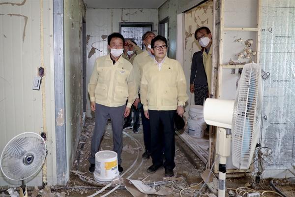조명래 환경부 장관, 박재현 한국수자원공사 사장 등이 8월 15일 경남 합천 수해현장을 찾았다.