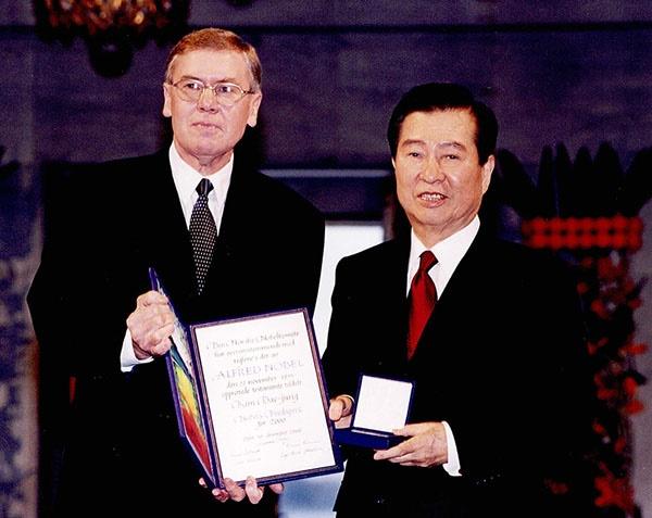 노벨평화상을 받는 김대중 대통령