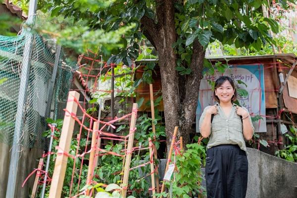 김윤영 활동가가 속한 〈빈곤사회연대〉가 있는 '아랫마을'은 공동사무실이며 홈리스들과 함께 생활하고 활동하는 '특별한 집'이기도 하다.