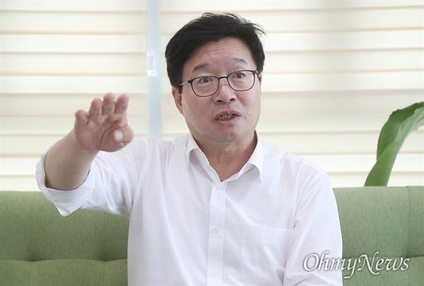 더불어민주당 전당대회에 최고위원 후보로 출마한 염태영 수원시장.