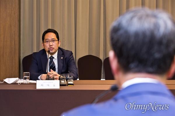 최대집 대한의사협회장이 19일 오후 서울 중구 코리아나호텔에서 열린 보건복지부-대한의사협회 긴급 간담회에서 모두발언을 하고 있다.