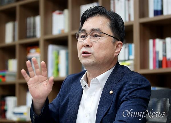 더불어민주당 전당대회에 최고위원 후보로 출마한 김종민 의원.