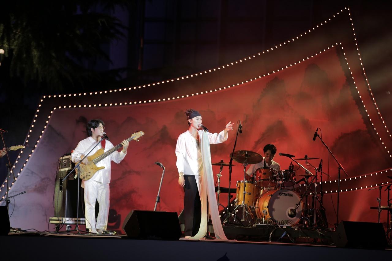이판사판 스테이지에서 조선팝의 선두주자, 서도밴드 공연 모습
