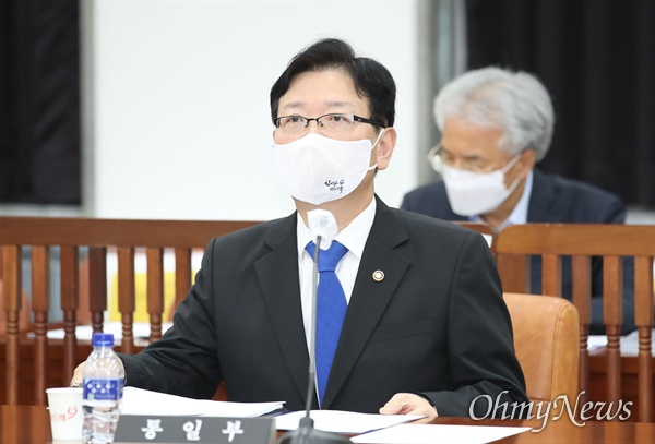 정보위 출석한 서호 차관 서호 통일부 차관이 24일 서울 여의도 국회에서 열린 정보위원회 전체회의에 출석해 있다.