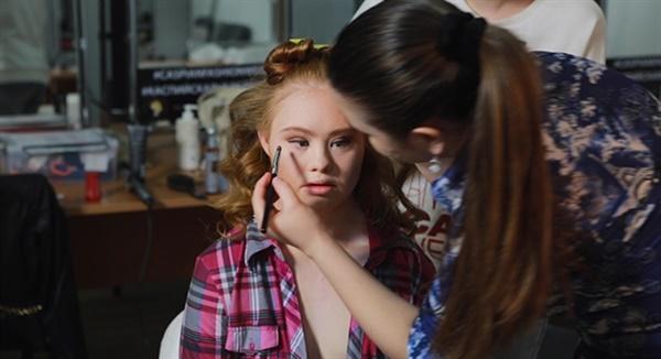 다큐멘터리 <매들린, 런웨이의 다운증후군 소녀> 스틸컷