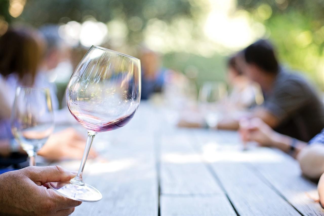 와인은 나눌수록 맛있다
