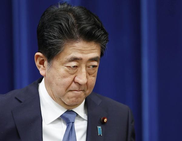 (도쿄 교도=연합뉴스) 아베 신조(安倍晋三) 일본 총리가 28일 오후 총리관저에서 열린 기자회견에서 사의를 공식 표명했다. 2020.8.28