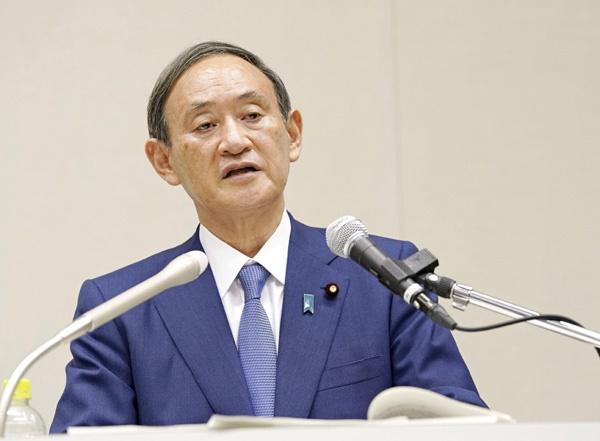 (도쿄 교도=연합뉴스) 스가 요시히데 일본 관방장관이 2일 오후 일본 국회에서 기자회견을 열고 아베 신조 총리의 후임을 뽑는 자민당 총재 선거에 입후보하겠다고 발표했다.