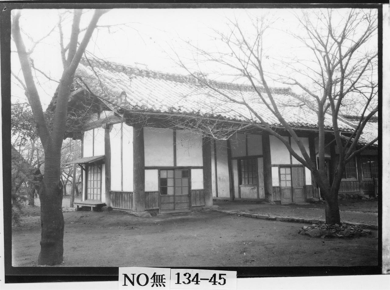 1934년에 촬영한 나주 객사의 일부.