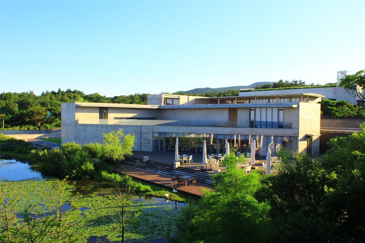 제주도 서귀포시 안덕면 산록남로에 위치한 본태 박물관 전체 모습
