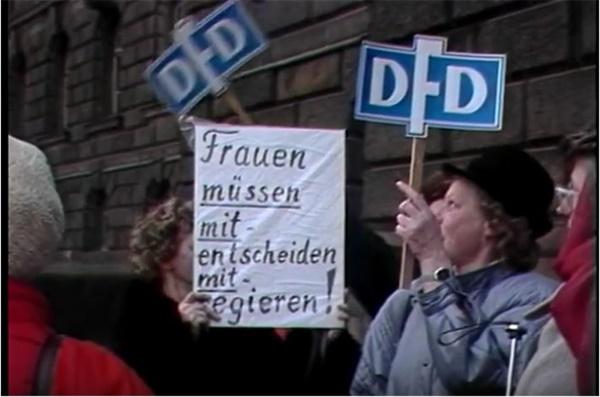 통일 후 변화된 동독 여성들의 사회적 상황을 다룬 영화(사이 시간들)의 한 장면 통일 후 변화된 동독 여성들의 사회적 상황을 다룬 영화(사이 시간들)의 한 장면