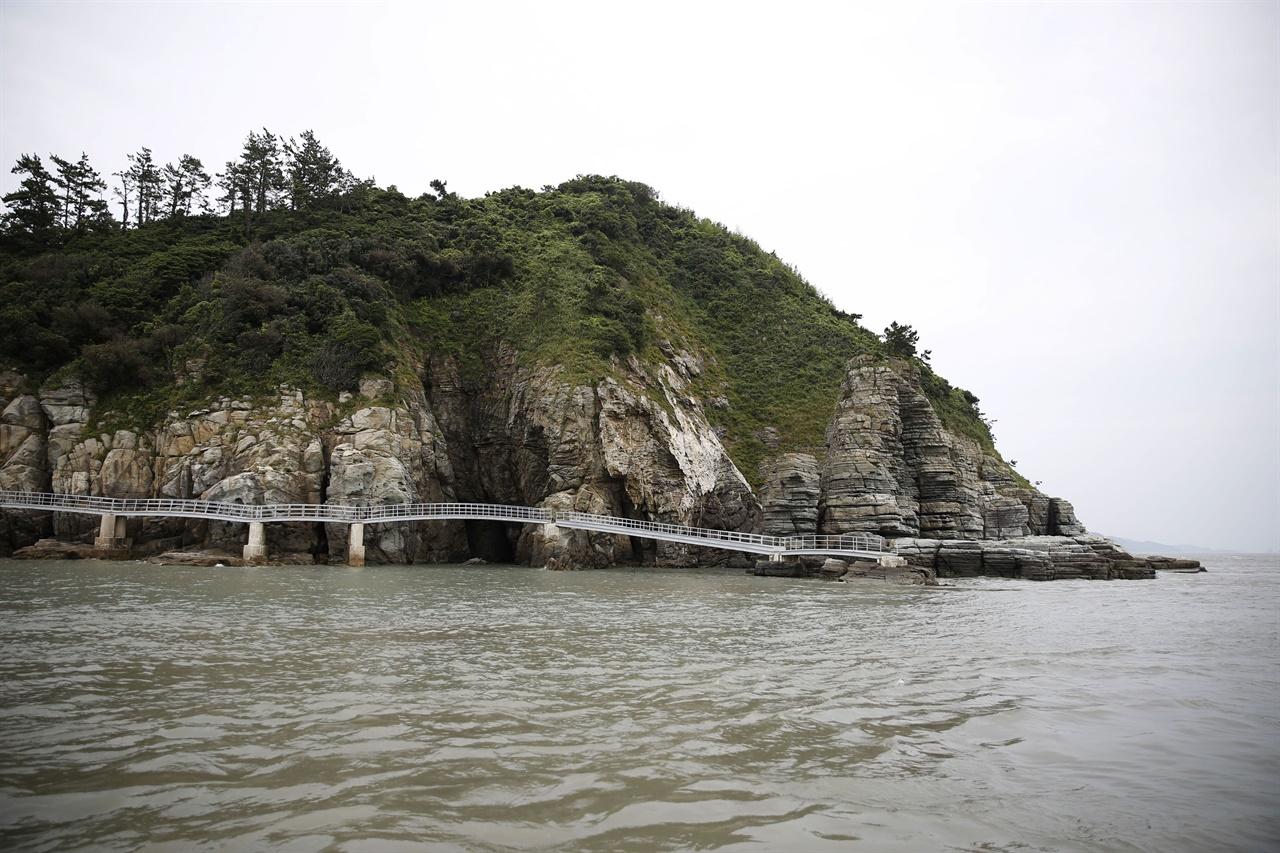 진도 가사군도에 속하는 섬 가운데 하나인 불도. 가사군도에는 불교와 전설로 엮이는 섬이 많다.