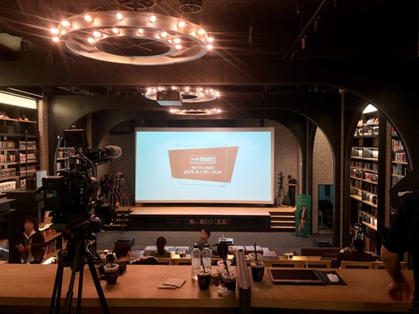 tvN 인사이트 '미리 보는 2020 트렌드 발표회' 30명의 브런치 작가를 선정하는 자리에 초대 된 '이 작가' 부캐 brunch.co.kr/@yoconisoma