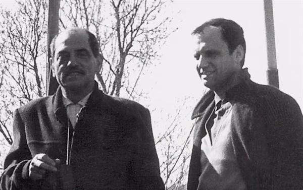 페레 포르타벨라 프로듀서와 루이스 뷔뉴엘 감독  <비리디아나> (1961)를 준비중인 페레 포르타벨라 프로듀서 (오른쪽)와 루이스 뷔뉴엘 감독 (왼쪽)이 포즈를 취하고 있다.