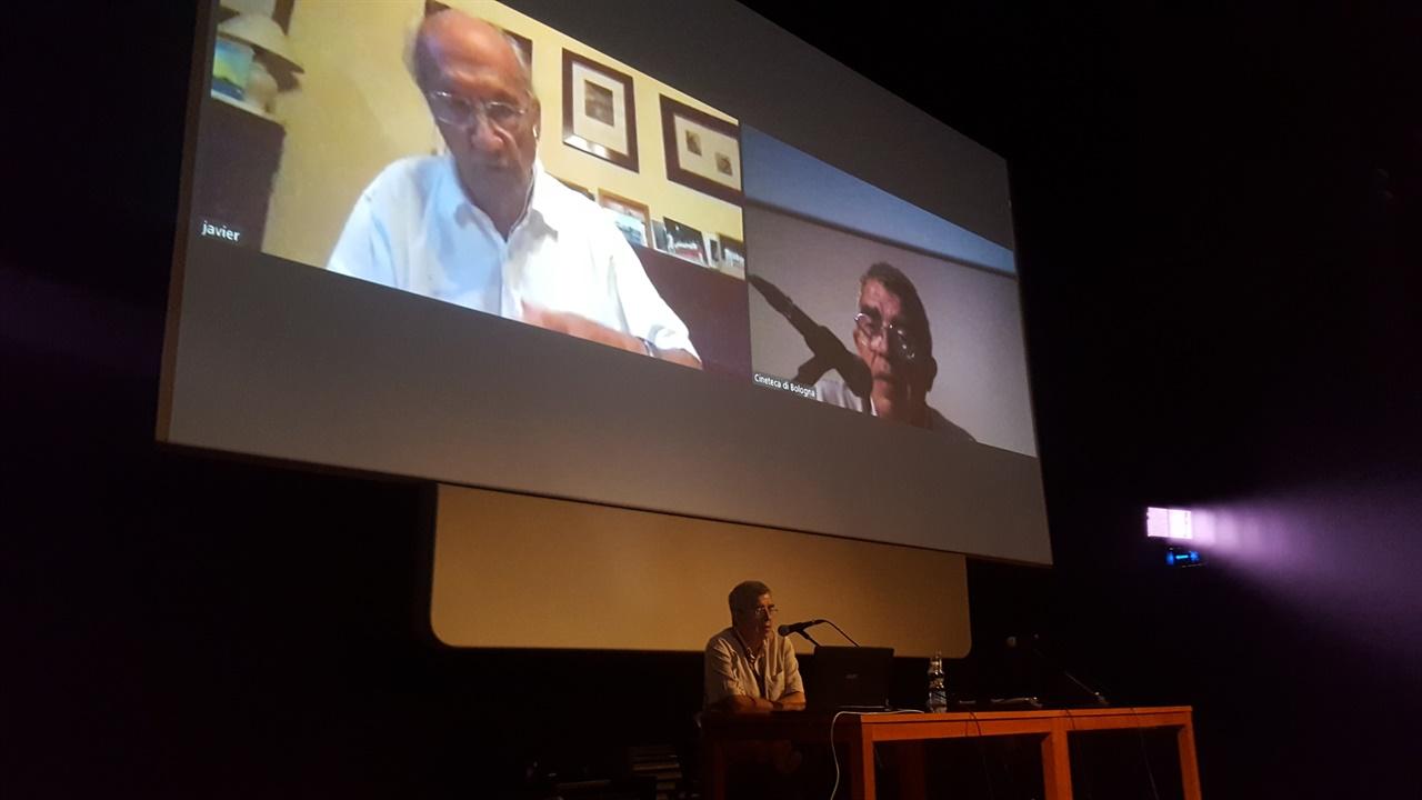 """마스터 클래스를 진행중인 페레 포르타벨라  """"시네마 리트로바토 (Il Cinema Ritrovato)"""" 고전영화제에서 마스터 클래스를 진행중인 페레 포르타벨라와 까탈루냐 시네마테크 (Filmoteca de Cataluna)의 에스테베 리암바우 (Esteve Riambau) 디렉터의 모습"""