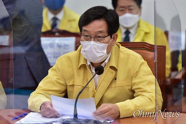 더불어민주당 신동근 최고위원이 9일 오전 국회에서 열린 당 최고위원회의에서 발언을 하고 있다.