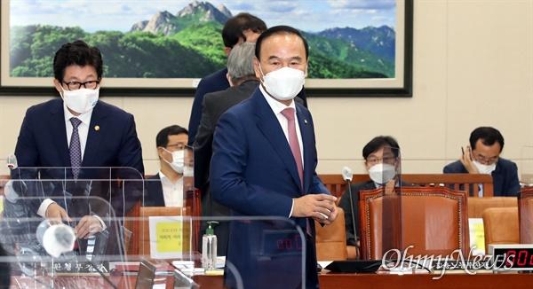 박덕흠 국민의힘 의원이 15일 국회 환노위에 참석하고있다.